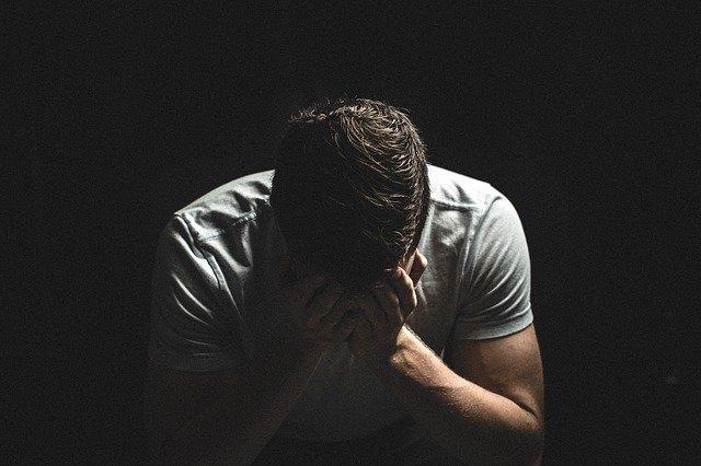Com depressão acentuada, aumentam os casos de tentativa de suicídio por causa do coronavírus